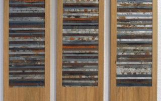 Blechbänder I-III, Baustellen-Fundstücke auf Holztafel, 2014