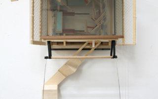 Auffangen, 2017, Holz, Kunststoff, 95 x 50 x 29 cm