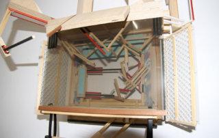 Auffangen, 2017, Holz, Kunststoff, 95 x 50 x 29 cm (Detail)